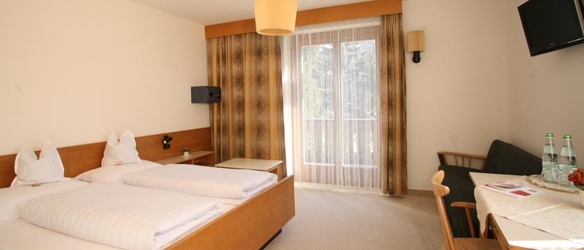 italy_dolomites_corvara_hotel-la-plaza_bedroom.jpg